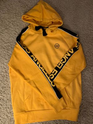 Young and reckless yellow hoodie size adult medium for Sale in Dublin, CA