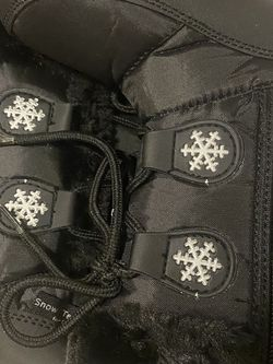 Girl Snow Boots Size 9 Toddler for Sale in Littleton,  CO