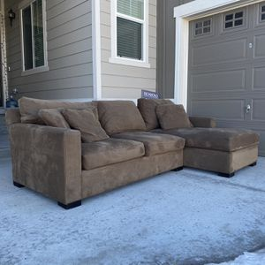 Beautiful Crates And Barrel Sectional FREE DELIVERY for Sale in Denver, CO
