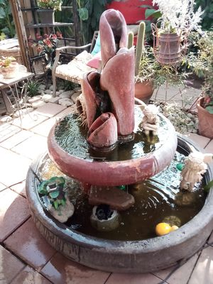 Beautiful fountain includes statues for Sale in Fresno, CA