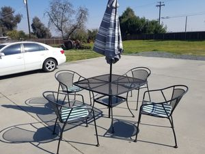 5 piece metal patio set with umbrella and padded chairs for Sale in Selma, CA