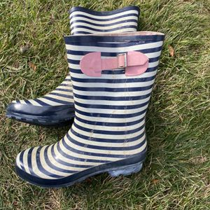 Woman's Rain Boots Size 9 for Sale in Macomb, MI