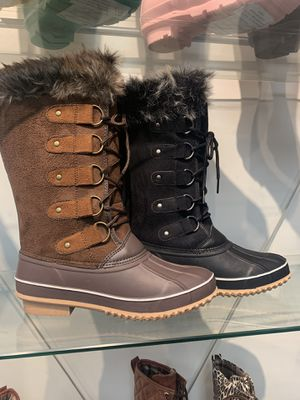 Women's snow boots sizes 5.5 ,6, ,7, 7.5, 8, 8.5, 9, 10 for Sale in Bell, CA