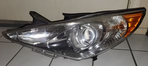 Drivers side 2013 Hyundai Sonata Headlight Assembly for Sale in North Las Vegas, NV