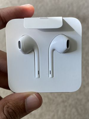 Apple earbuds for Sale in Saint Paul, MN