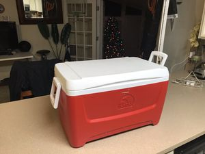 Igloo giant cooler for Sale in Tallahassee, FL