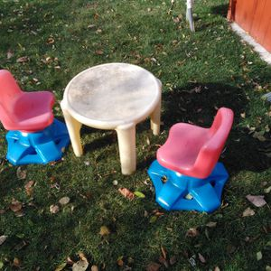 Outdoor kids plastic table and chairs for Sale in Rochester, MI