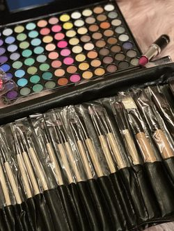 Eyeshadow +brushes +lipstick +beauty Blender +🎁 for Sale in Columbus,  OH