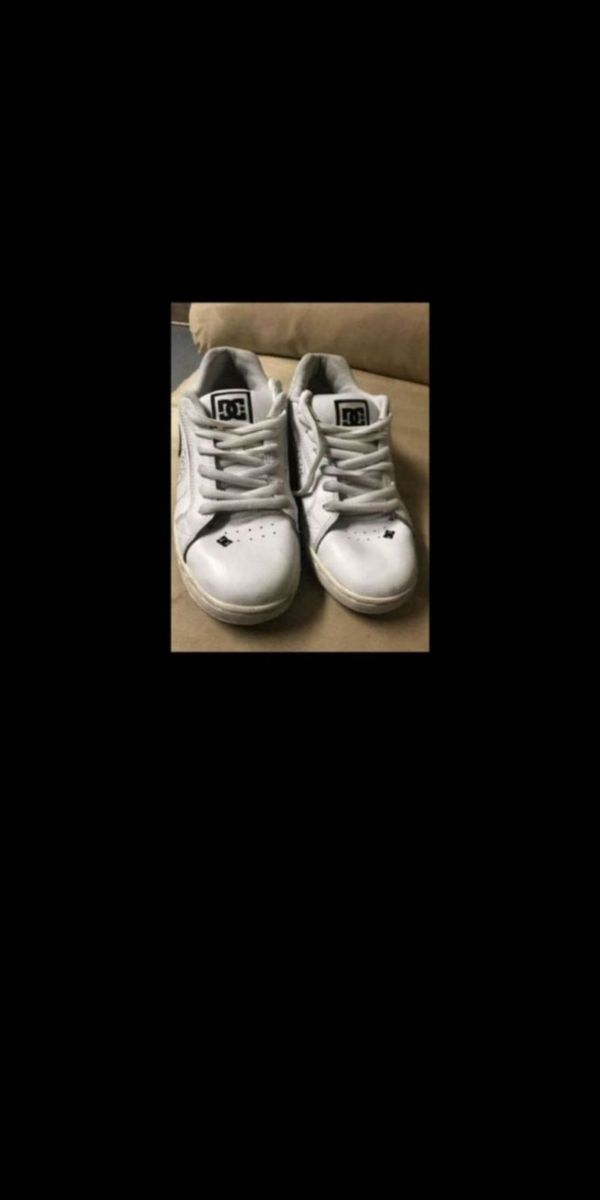 DC shoes sz 8.5 white and black skateboard / Scooter