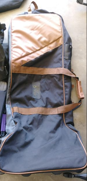 Taylor Made Rolling Golf Club Bag for Sale in St. Louis, MO