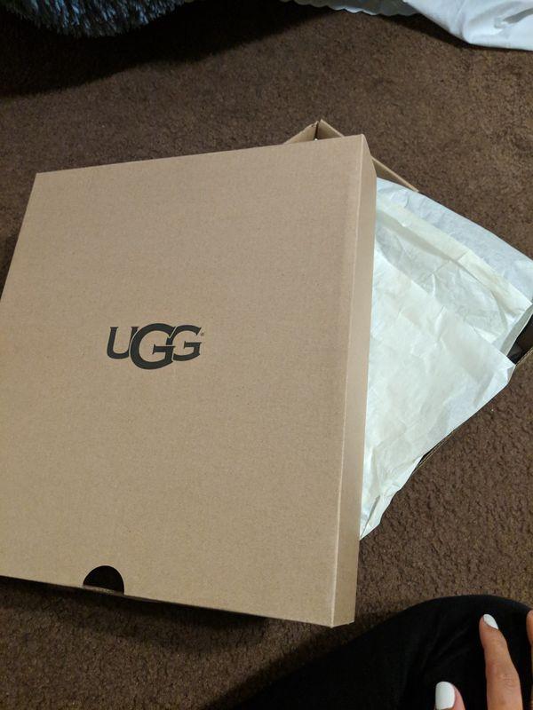 Original Sz 8 Uggs Never Worn in box