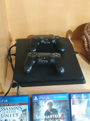 PS4, 500 GB, + 2 controllers and 3 controllers for Sale in Fort Lauderdale, FL