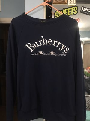 BURBERRY CREWNECK for Sale in Long Beach, CA