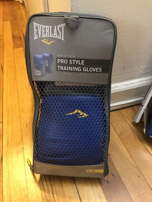 Boxing gloves plus speed bag for Sale in Queens, NY