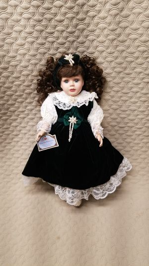 Beautiful velvet green dress porcelain doll like new for Sale in Federal Way, WA