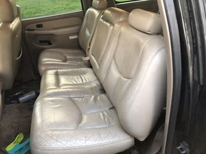 Middle row seat for Tahoe suburban Yukon Silverado Cadillac hummer for Sale in San Fernando, CA