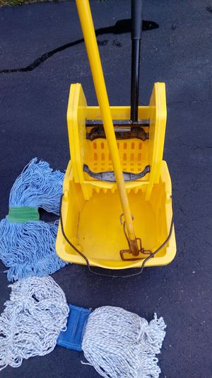 Wash mop and bucket for Sale in Lincoln, RI