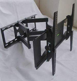 New in box 32 to 65 inches swivel full motion tv television wall mount bracket 120 lbs capacity with hardwares included soporte de tv for Sale in La Mirada, CA