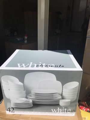 42- pieces dinnerware set for Sale in Renton, WA