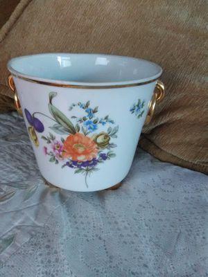 Vintage ceramic flower pot for Sale in Hayward, CA
