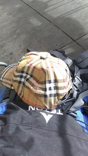 Burberry new hat for Sale in Denver, CO