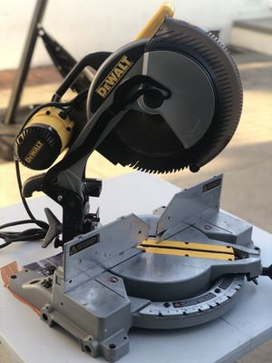 DEWALT 12 in. Double-Bevel Compound Miter Saw for Sale in Paramount, CA