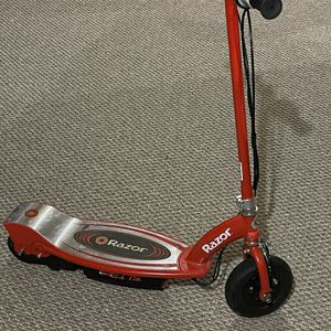 E100 Razor Electric Scooter for Sale in Hudson, NH