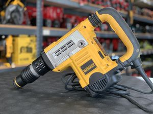 DEWALT 13.5AMP CORDED ELECTRIC 1-3/4in SDS MAX CHIPPING HAMMER for Sale in Moreno Valley, CA