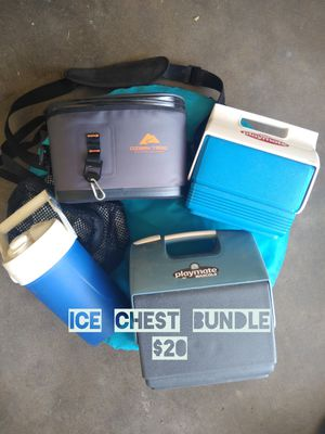 Ice Chest Igloo Playmate Ozark for Sale in Clovis, CA