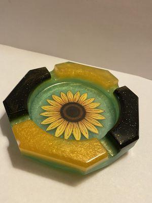 Sun flower Ashtray, resin handmade, custom item for Sale in Mount Vernon, NY