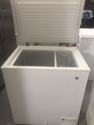 GE chest freezer 5.2 cu.ft for Sale in Northbrook, IL