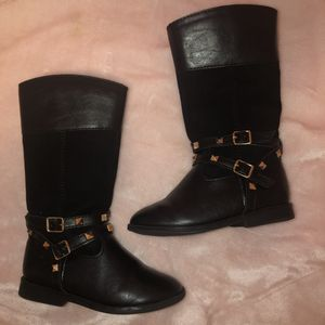 Little girl boots size 8 for Sale in Landover, MD