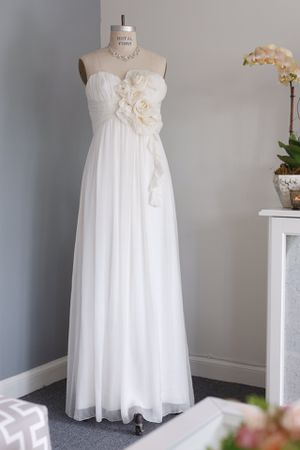 NWT- ABS Allen Schwartz Signature off white strapless full length dress -size 6 for Sale in Chula Vista, CA