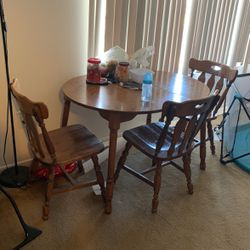 Dining Table And chairs for Sale in Livonia,  MI