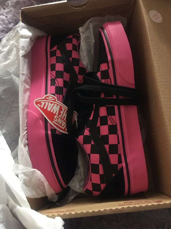 Vans Old Skool Checkerboard Skate Shoe - Pink / Black Color: Pink/Black Size 4 kids