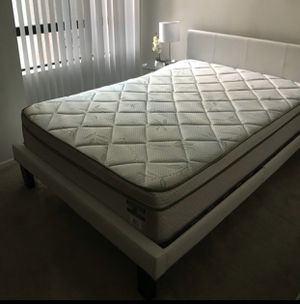 Full size bed with a mattress for Sale in Los Angeles, CA