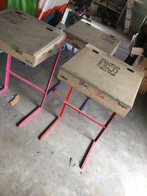 Kids desk for Sale in Reedley, CA