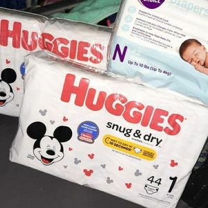 Diapers Huggies & Parents Choice Size N & 1 Pickup Only for Sale in Hawthorne, CA