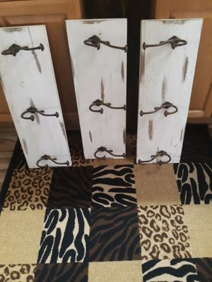 3 beautiful rustic shelves whitewash en some brown color in good condition for Sale in Phelan, CA