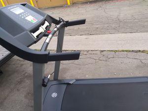 Treadmill gold gim buenas condiciones for Sale in Industry, CA