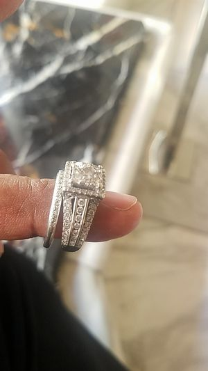 """Tiffany 9"""" wedding ring and band for Sale in Las Vegas, NV"""