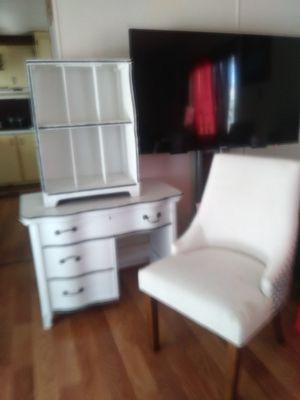 Antique furniture. Mueble antiguo pueden ofrecer precio justo for Sale in GLMN HOT SPGS, CA
