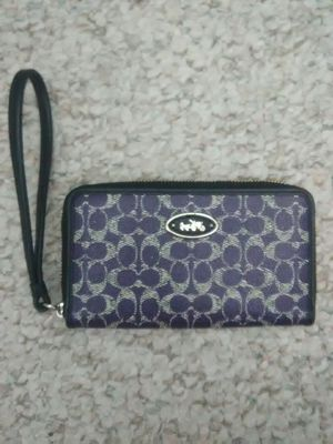COACH WRISTLET WALLET for Sale in Schaumburg, IL