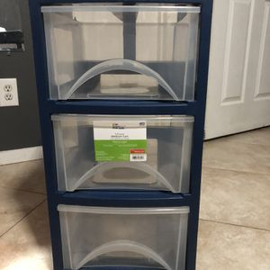Plastic 3-Drawer for Sale in Houston, TX
