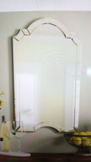 Crowned Top Wall Mirror for Sale in Chino Hills, CA