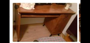 Desk and chair for Sale in Kissimmee, FL