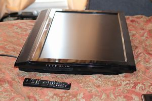 32 inch LG TV flat screen for Sale in Powder Springs, GA