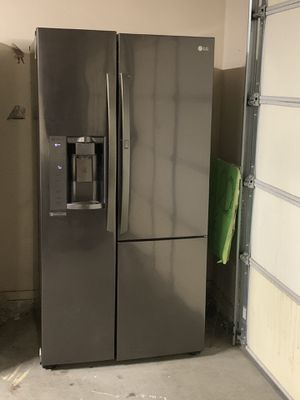 LG REFRIGERATOR for Sale in Madera, CA