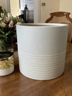 Large Planter Pot for Sale in Frederick,  MD