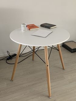 Whte Dining Table for Sale in Los Angeles,  CA